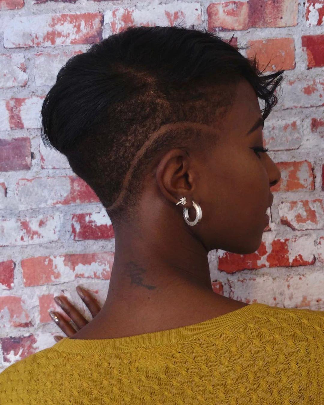 SWIPE// #shorthairdontcare ? #kenenjerrys #kenenjerrystilburg #kappertilburg #fashionstylist #barberskills #favouritehairsalon #lifeisntperfectbutyourhaircanbe ❤️
