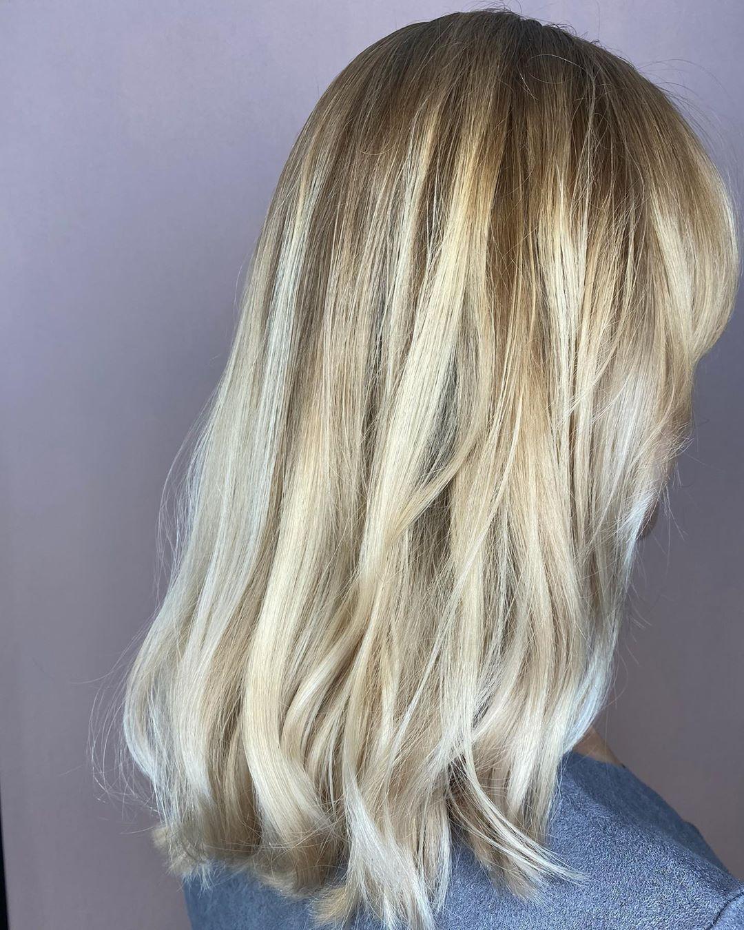 Going, Going, Blonde.. #balayage #kenenjerrys #vakantieinjehaar? #kappertilburg #tilburg #013 #nofilter // SWIPE voor de voor foto